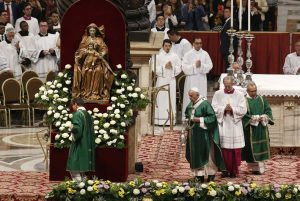Vaticano, 27 ottobre 2019. Papa Francesco presiede la Messa per la conclusione del Sinodo per la Amazzonia.