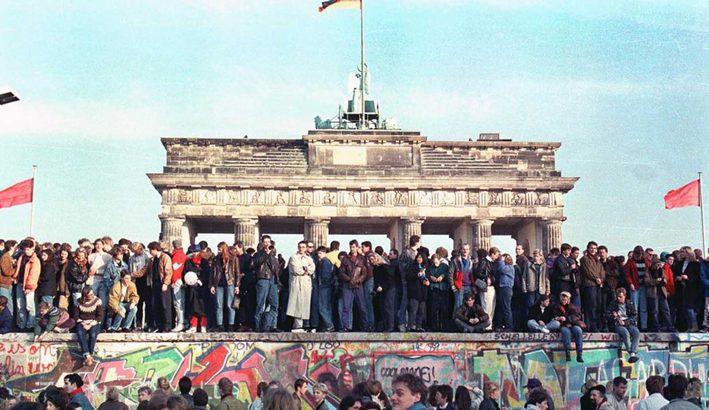 A Berlino, con il muro, crollarono vecchi equilibri europei e mondiali