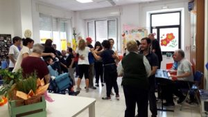 Un momento della festa al centro di socializzazione di Caprio