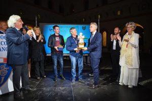 Il momento della premiazione Giovanni e Riccardo Bertoni