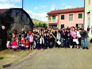 La celebrazione del IV Novembre con Il sindaco Gianluigi Giannetti con i giovani studenti delle scuole primarie e medie di Monzone