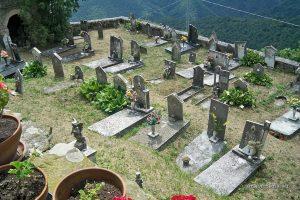 Il cimitero della frazione di Arzelato (foto dal sito amalaspezia.eu)