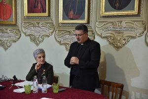 Patrizia Rossi con don Armando Matteo