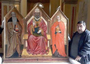 Il parroco di Avenza, don Marino Navalesi, all'arrivo del Trittico