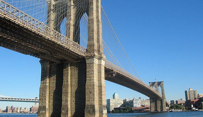 I primi 150 anni del ponte sull'East River a New York tra Brooklyn e Manhattan