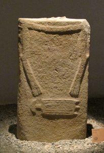La statua stele Canossa