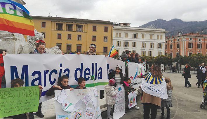 Piantiamo la Pace: tanti a Massa contro l'odio
