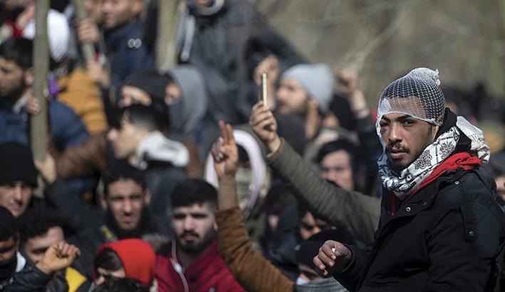 Migliaia di migranti spinti dai turchi e respinti dai greci