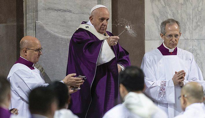 Papa Francesco: il fuoco di Dio soffocato dalla cenere dell'ipocrisia