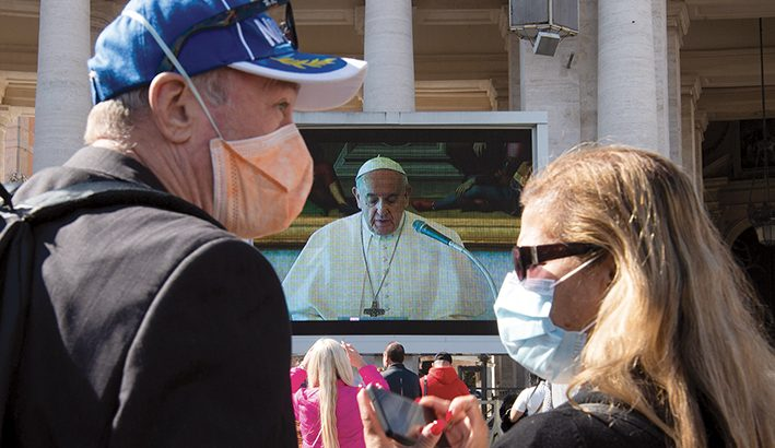 L' Angelus di Papa Francesco: chiamati, in cammino
