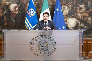 Il Presidente del Consiglio Giuseppe Conte annuncia i nuovi provvedimenti contro l'epidemia