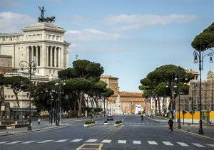 Via dei Fori Imperiali a Roma deserta