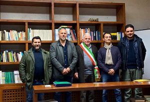 Foto della neonata Pro Loco di Terrarossa con al centro il sindaco di Licciana Renzo Martelloni