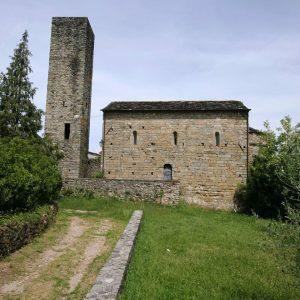 La chiesa di San Giorgio a Filattiera, uno dei luoghi scelti da Sigeric per la loro iniziativa di raccontare su Facebook le bellezze della Lunigiana