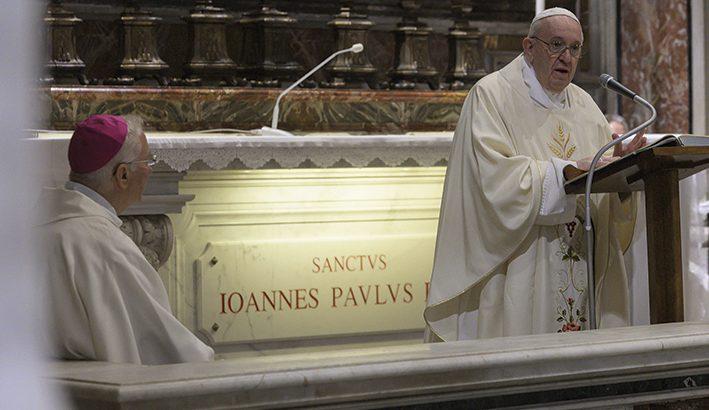 """Preghiera, vicinanza  al popolo e amore alla giustizia, sono le """"tracce"""" di san Giovanni Paolo II"""
