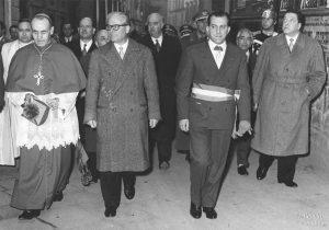 Il presidente della Repubblica Gronchi a Pontremoli tra il sindaco Serni e il vescovo Fenocchio