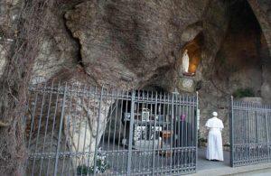 22papa_francesco_grotta_lourdes_madonna_lapresse_2020-755x491