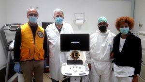 La consegna da parte dei Lions dell'ecografo multidisciplinare a tre sonde all'ospedale di Fivizzano.