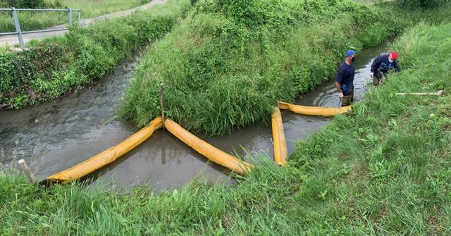 Filattiera: bloccato uno sversamento di gasolio nel canale del Pratello