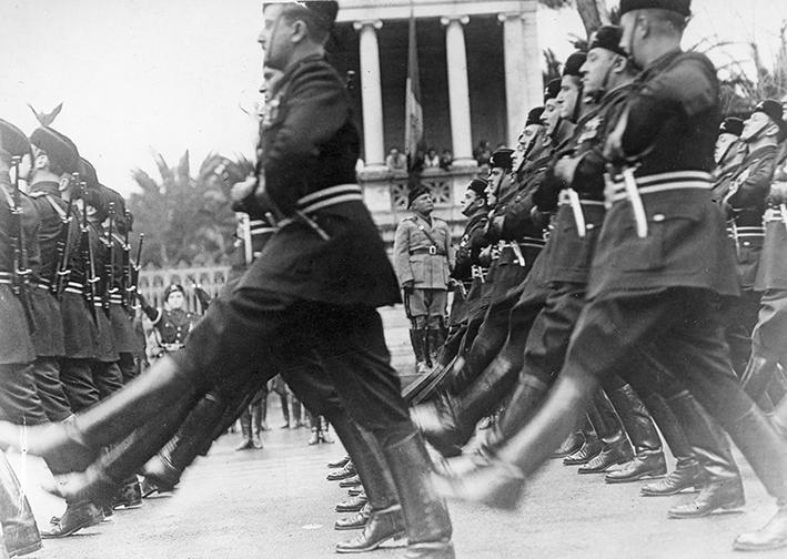 L Italia Entra In Guerra Il Delirio Collettivo Del 10 Giugno 1940 Il Corriere Apuano