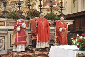 Il Vescovo Giovanni in Concattedrale a Pontremoli nella domenica di Pentecoste.
