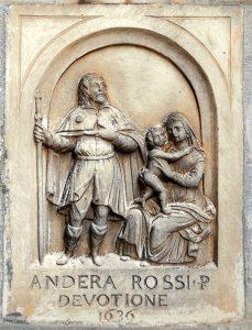 Una bella maestà in marmo: SanRocco e la Madonna col Bambino.