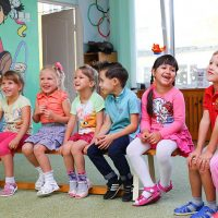 Gli asili per i bambini e i loro genitori
