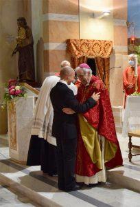 Il Vescovo Giovanni con Alessio Bertocchi