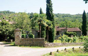 L'abitato nei pressi del ponte:con mulino e torchio; un insediamento fatto risalire al XV secolo