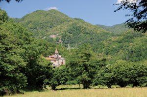 Cavezzana Gordana e, in alto, il paese di Codolo