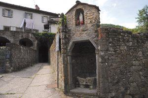 La strada di accesso a Caprio di sopra
