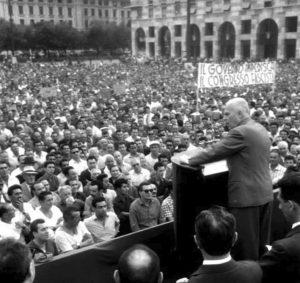 Manifestazione sindacale e antifascista a Genova, il 30 giugno 1960