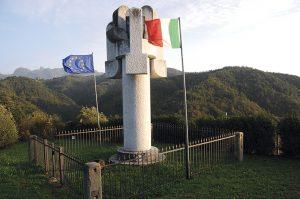 Il monumento di Pietro Cascella alle vittime delle stragi di San Terenzo Bardine e Valla