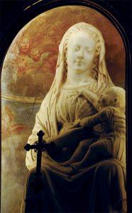La bella statua in marmo della Madonna col Bambino (fine XV sec.)