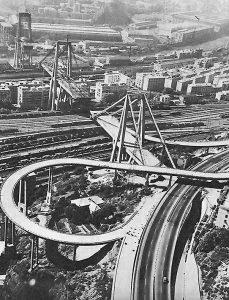 """Il """"Ponte Morandi"""" in costruzione nel 1966"""