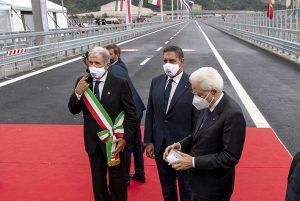 Il Presidente della Repubblica Mattarella con il Presidente della Liguria Toti e il Sindaco di Genova Buccia alla cerimonia di inaugurazione del nuovo viadotto sul Polcevera, il 3 agosto 2020. (Foto Paolo Giandotti)
