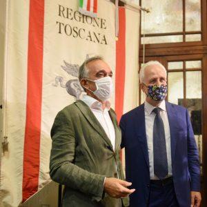 Firenze: il saluto tra il presidente uscente, Enrico Rossi, e quello eletto, Eugenio Giani