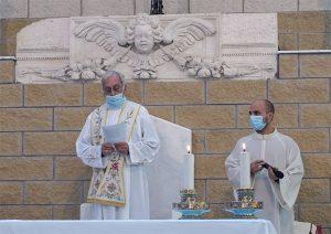 Il Vescovo, mons. Giovanni Santucci, introduce il Convegno Pastorale