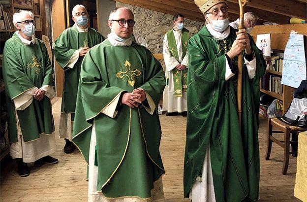 La comunità di Quercia ha  accolto il nuovo parroco