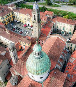 Un'altra suggestiva immagine di Federica Palermitano con la visione dall'alto del centrpo storico di Pontremoli, con il Duomo, il Campanone e piazza del Duomo e della Repubblica