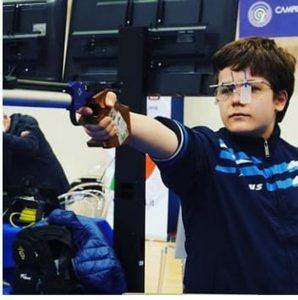 Il giovane Tommaso Shita impegnato al poligono di tiro