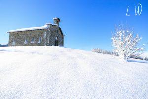 """La chiesetta al passo del Cirone coperta di neve, (Foto """"Lunigiana World"""")"""