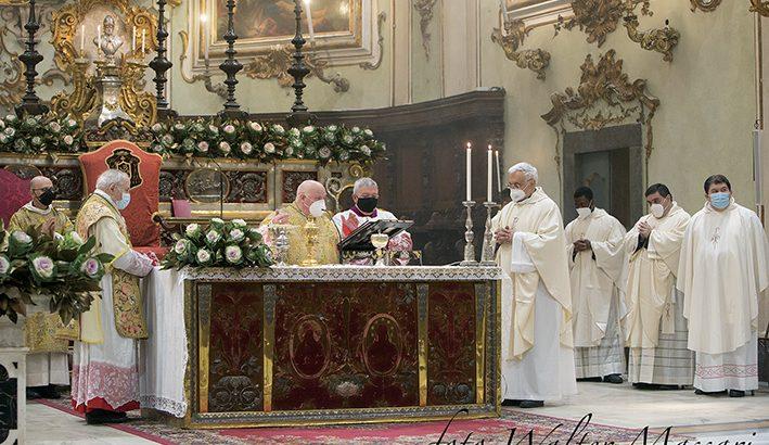 """Pontificale di San Geminiano: """"Il cristiano è profeta impegnato nell'aiuto ai fratelli bisognosi"""""""
