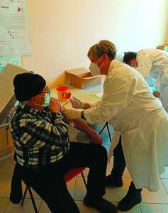 Il primo vaccino over 80 effettuato a Pontremoli