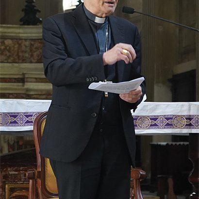 Il vescovo Gianni nell'incontro di preghiera con la Curia vescovile