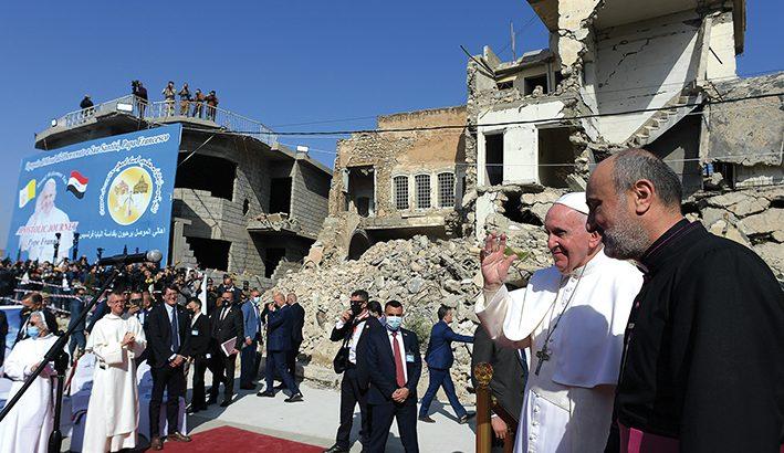 """Papa Francesco in Iraq: """"l'odio e la violenza sono incompatibili con le religioni"""""""