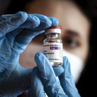 Sospendere i diritti sui vaccini per sconfiggere la pandemia