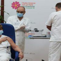 Niente vaccini ai non prioritari negli ospedali di Pontremoli e Fivizzano