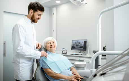 Protesi dentarie gratis per il sorriso di pazienti indigenti