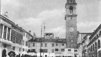 DelDuomo e della  Repubblica, le due  piazze di Pontremoli